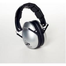 Em's  zilverkleurige hoofdtelefoon