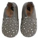 Grijze leren kindersloefjes met zilverkleurige stipjes- bobux grey white plus  spots silver