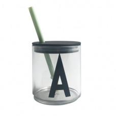 Groen rietje met zwart deksel voor design letter bekers