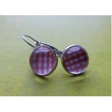 Kleine oorhanger met roze vierkantjes