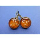 Kleine oorhanger met oranje retrobloemen